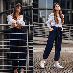 Jacky - Minimum Shirt, Missguided Pants, Reebok Sneakers - White Shirt worn off the shoulder