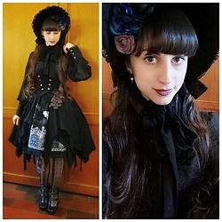 Yumi E.G. - Henrietta Headdress, Amastacia Chiffon Blouse, Sheglit Overdress Orleans, Alice And The Pirates Vampire Requiem Skirt, Atelier 17 Masquerade Tights - Thé des merveilles
