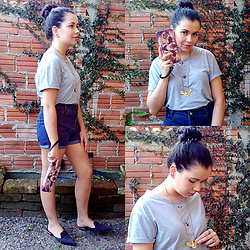 Camilla Kleemann - Gamiss T Shirt, Gamiss Short, Jeweth Colar - Look Mix of Necklaces