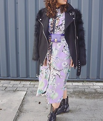 Sahar Maleki - H&M Dress, Nelly Jacket - Trendy colours