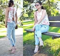 Manda L - American Eagle Outfitters Distressed Jeans, Dynamite Clothing Floral Top - Sunshine & Strappy Sandals