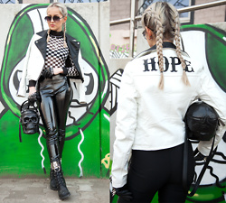 Julia Loewenherz - Quay X Desi Sunglasses Highkey Mini, Missguided 'Hope' Faux Bikerjacket Black White, Tigermist Nightrider Checked Bodysuit, Killstar Grave Digger Skull Handbag, H&M Black Vinyl Pants, Dolls Kill Armory O Ring Boots, Regalrose Hair Spikes - Mototrend  '18