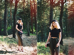 Paulina Dworakowska - H&M Cap, Marks & Spencer T Shirt, Second Hand Trousers, Primark Bag, Primark Sandals - Forest sounds