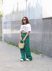 Claudia Villanueva - Lefties Sunglasses, Zara T Shirt, Bershka Pants, Local Market Bag - Forest Green