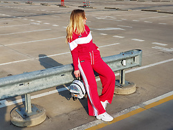 ItsAmberLife Ju - Ellesse Crop Top Hoody, Ellesse Pants, Fila Disruptor Sneakers - Just chillin in the parking lot