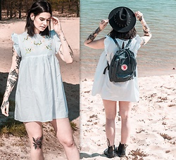 Nina Wirths - Asos Dress, H&M Hat, Fjällraven Känken Backpack, Dr. Martens Boots - So in love with my dress