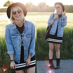 Lavie Deboite -  - Festivallook with Bikerboots and Denim