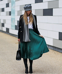 Eliska H. -  - GREEN pleated SKIRT