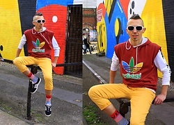 Trzy Hoo - Adidas Cut Off Sleeves Hoodie, Zara Cut Off Pants, Levi's® Long Sleeve Graphic Tee, Adidas Low Top Sneakers, Levi's® Engineered Stripe Socks, Pepe Jeans Sunglasses - Colour exercise
