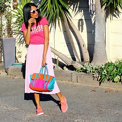 Meagan Duckitt - Hollister T Shirt, Fitflop Sneakers, Fashion World Colourblog Handbag - Sleek streets