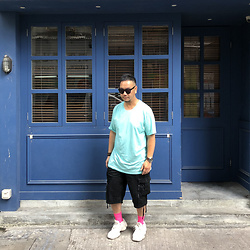 Mannix Lo - Cotton On Tee, Undercover Cargo Shorts, Adidas Yeezy 500 Sneakers - Don't feel bad for knowing you deserve more