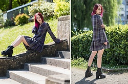 Saskia B. - Asos Reclaimed Vintage, Unif Choke Boot, Papaeast Multi Layer Choker - Tartan Grunge dress