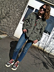 Alla Dolzhenko - H&M Military Jacket With Rose, H&M Jeans, Pull&Bear Acdc Tee, Sneakers, Sunglusses - 1005
