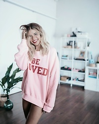 Natalia Cabezas - Coosy Be Loved Sweatshirt - Be Loved