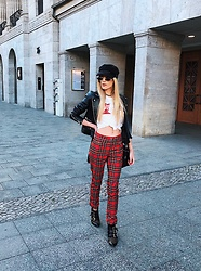 Laura Simon - H&M Red Pants, Chloé Studded Boots, Diesel White Shirt, Asos Leather Jacket, Asos Gold Sunglasses - Strolling through Berlin