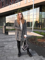 Liva Bambale - Asos Black Boots, H&M Checked Blazer, H&M White Jumper, Mango Floral Bag - Golden hour