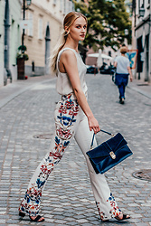 Alicia Simonič - Zara White Wide Pants With Floral Print, Stradivarius White Silk Sleeveless Top, Zara Royal Blue Bag, Primark Black Heeled Sandals - White spring