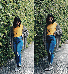 Adriana R. - Shein Bleach Wash Distressed Jeans, Mango Yellow T Shirt - Yellow T-shirt + Distressed Jeans (Yellow Series Pt I)