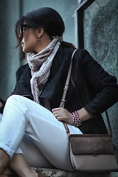 Isabel Alexander - H&M Black Suede Moto Jacket, Hieleven Tan Suede Crossbody Bag, Ann Taylor Loft White Denim Pants - White denim & Black Moto