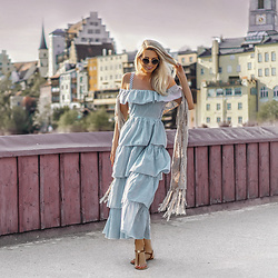 Vera Hutterer - Dolce & Gabbana Vintage Style Metal Sunglasses, Victoria's Secret Blue Maxi Dress, Tommy Hilfiger Brown Leather Sandals - Street Magic | la-blonde.com