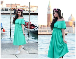 Gilda - Asos Green Dress, Nike White Sneakers, Accessorize Flower Hair Band - Fashionable Green Off Shoulder Skater Dress in Venice