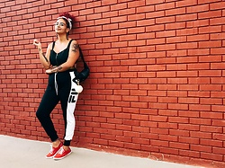 Camilla Soares - Ávida Pompom Keychain, Fila Jogger Pants, Keds Red Sneakers - NICE FOR WHAT?