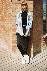 Maria Joanna - Hugo Boss Vintage Shirt, H&M Top, Forever 21 Pants, Nike Sneakers - Black & Blue