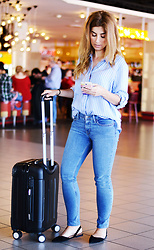 Mara M - Levis Jeans - At the airport