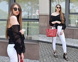 Paulina Kędzierska - Black Blouse, White Jeans, Guess Red Bag, Black Sandals - White jeans