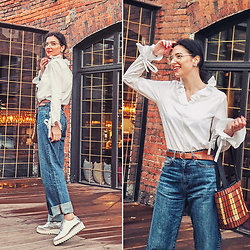 Natasha Karpova - Uniqlo Jeans, Uniqlo Blouse, H&M Silver Shoes, Vintage Bag, Asos Lens Glasses - ON THE WAY TO SUMMER