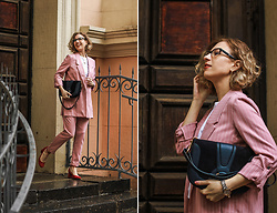 Margarita Maslova - See By Chloé Bag Hana, Stradivarius Stryped Pink Suit, Portal Red Shoes - Pink suit