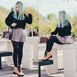 Filipa Lopes - Zaful Saturn Black Sweater, Ebay Plaid Grey Skirt, Pull & Bear Beige Ankle Boots, Gamiss Mini Cross Body Bag - Happy spring