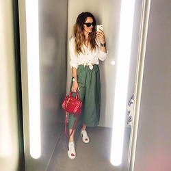 Jane Bond - Gucci Sneakers, French Connection Uk Cullotes, Miu Bag, Versace Eyewear - Fitting rooms