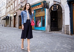 Veronika Lipar - H&M Blue Denim Jacket, H&M Blue Midi Pleated Skirt - Chic brunch
