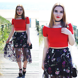 Carina Gonçalves - Zara Crop Top, Bershka Skirt, Pull & Bear Heels - I hear your voice echoing all through the night for me