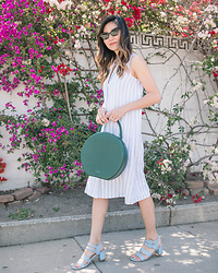 Elizabeth Lee (Stylewich) - Everlane Linen Shirtdress, Mansur Gavriel Circle Bag, Marais Usa Jardin Sandals, Saint Laurent Cat Eye Sunglasses - Breezy