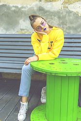 Agata Nika - H&M Sweatshirt, Levi's® Straight Jeans, Adidas Trainers - Lemon and Lime