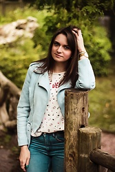 Audrey - Pretty Wire Jacket, Pull & Bear T Shirt, H&M Jeans - Blue jacket
