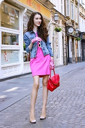 Veronika Lipar - Bailey 44 Pink Bodycon Dress, Cut Out Dresse, H&M Jacket In Washed Denim, Forzieri Candy Pink Unlined Italian Leather Gloves, Le Specs White Lolita Cat Eye Sunglasses, Gianvito Rossi Plexi Leather Pumps - Be the Badass Barbie on the Loose