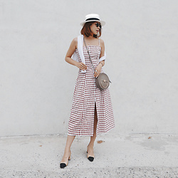 Rekay Style - Privacy Please Check Midi Dress Dex Dress, Jamie Wander Shoulder Bag, Ecua Andino Panama Hat, Chanel Two Tone Slingbag - Summer Midi Dress