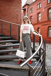Esra E. - H&M Printed Tshirt, Tamaris Red Mules, No Name Striped Culottes - Striped culottes