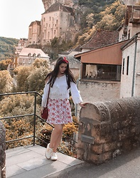 Pretty-Roxanne Stratmains ☥ - N Go Shoes White And Yelllow Sneakers, Katana Red Leather Bag, Dresslink White Off Shoulder Top, Camaïeu White And Red Flowers Skirt - Rocamadour