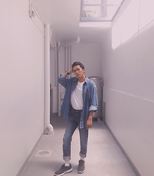 John Castillo - Oversized Denim Shirt, Uniqlo White Tshirt, Uniqlo Denim Pants, Adidas Trainers - 90's Kid