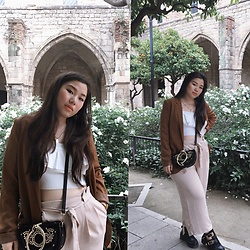 Joyce Wang - H&M White Crop Top, Zaful Crossbody Bag, Zara Light Pink Trousers - Bcn girl.