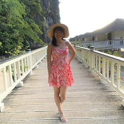 Marga C - Thrifted Hat, American Eagle Outfitters Salmon And White Tropical Dress, Thrifted White And Gold Sandals - EL NIDO