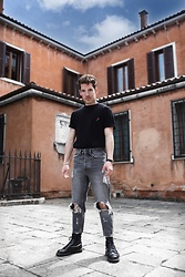 Nico Stank - Urban Outfitters Black Shirt, Bershka Grey Jeans, Dr. Martens Black Leatherboots - MONDAY MOOD