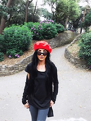 Jessica Revill - H&M Baggy Tee, Primark Red Beret, Topshop Sunglasses, H&M Plain Black Cardigan, Zara Check Trousers - Oui oui