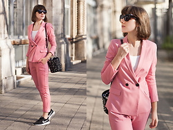 Tiger in the Flowers - Bershka Suit, Nike Shoes, Zara Bag, Stradivarius Sunglasses - My pink suit