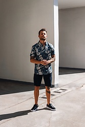Kevin Elezaj - Versace Sneakers, Armani Exchange Shorts, Sandro Shirt - June 9th