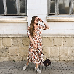 Vera Zaharova - New Balance Sneakers, Mango Bag - Floral dress